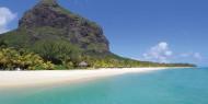 Dinarobin se encuentra en el lugar más espectacular de Mauricio, con Le Morne al fondo