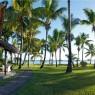 La Pirogue se encuentra en medio de un enorme y exuberante jardín tropical