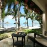 Todas las habitaciones del Sugar Beach cuentan con terraza privada con mobiliario