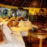 Detalle del bar del Kinasi Lodge al atardecer, Isla de Mafia