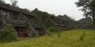 La construcción del Ngorongoro Serena Lodge parece que forma parte misma del cráter