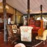 La decoración eduardina preside todo el Kirawira Tented Camp