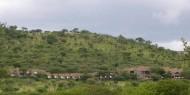 El Serengeti Sopa Lodge es una mole de hormigón construida sobre una ladera que le proporciona unas vistas impresionantes