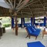 La barra del barra del bar de la piscina es un antiguo dhow, de ahí su nombre, Dhow Bar
