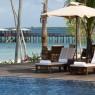 La piscina principal en The Residence es de auténtico lujo