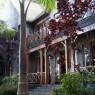 Arusha Mountain Lodge fue construido recreando el estilo de una finca cafetera colonial
