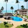 La piscina y su bar, el Dolphins, son el corazón del DoubleTree Hilton Zanzíbar