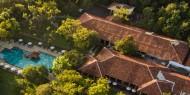 Hotel Amaya Lake un complejo rodeado de árboles conducen a la belleza prístina del lago Kandalama
