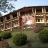 Fachada del Hotel Amaya Hills desde donde vemos las terrazas de las habitaciones