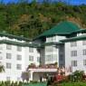 Fachada principal hotel Araliya Green su estilo colonial inglés, nos indica que en sus llanuras veremos campos de te