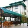 Terraza-Jardín del Hotel Araliya Green donde reposar un momento de nuestro viajes y disfrutar de su fabuloso jardín