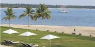 Piscina del Hotel Amaya Beach, donde la brisa del mar de la playa entra en la piscina